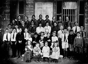 Учителя и ученики одной из протестантских школ