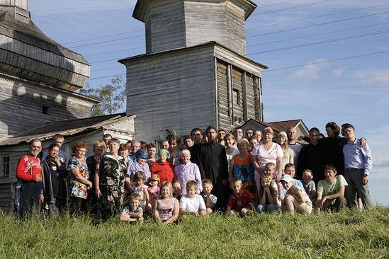 Дибров Владимир. Общее фото участников экспедиции 2012 и жителей с. Поле