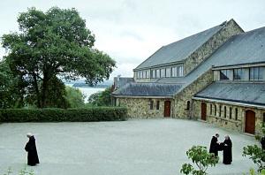 Современный католический монастырь на месте древнего монастыря Ландевеннек