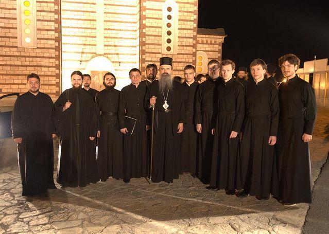 После концерта в Косовской Митровице. Гости из Москвы с владыкой Рашко-Призренским Феодосием
