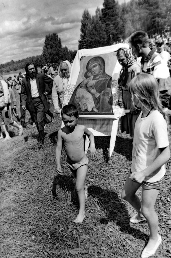 Праздник Владимирской иконы Божией Матери. Нижегородская область, озеро Светлояр, 1997 г. Фото: Геннадий Михеев