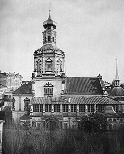 Богоявленский мужской монастырь на Никольской ул. В нем находилась часовня вмч. Пантелеимона. Фото 1883 года.