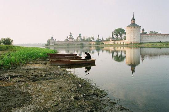 Кирилло-Белозерский монастырь. Молитва инока. Фото: архиепископ Вологодский и Великоустюжский Максимилиан