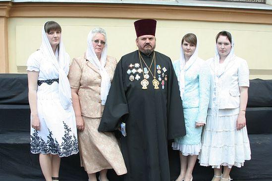 Протоиерей Александр Устименко с семьей