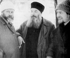 Архимандрит Алипий с архитектором-реставратором Всеволодом Смирновым и Саввой Ямщиковым