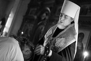 митрополит Хабаровский и Приамурский Игнатий совершает монашеский постриг иерея Игоря Пехоты