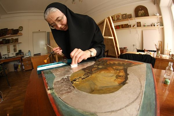 В иконописной мастерской