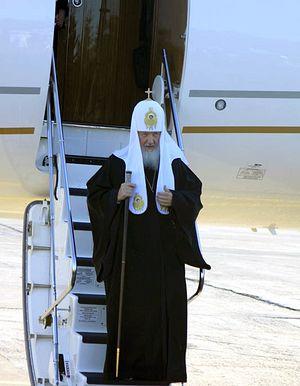 Патриарх ступает на сибирскую землю. Фото: Максим Бурнышев