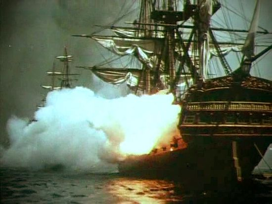Атака кораблей. Кадр из фильма «Корабли штурмуют бастионы»