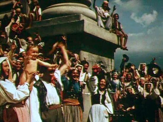 Встреча русской армии греками. Кадр из фильма «Корабли штурмуют бастионы»