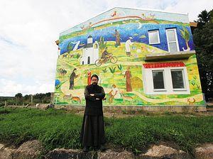 Настоятель игумен Ростислав благословил строительство гостиницы на территории загородного хозяйства подворья. Название гостинице дали соответствующее — «Благое место».