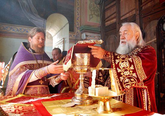 На литургии в Иоанно-Предтеченском монастыре Астрахани