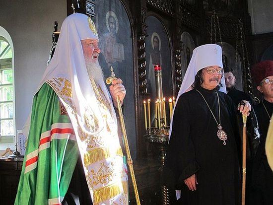 Патриарх Кирилл и митрополит Токийский Даниил в храме в Хакодате