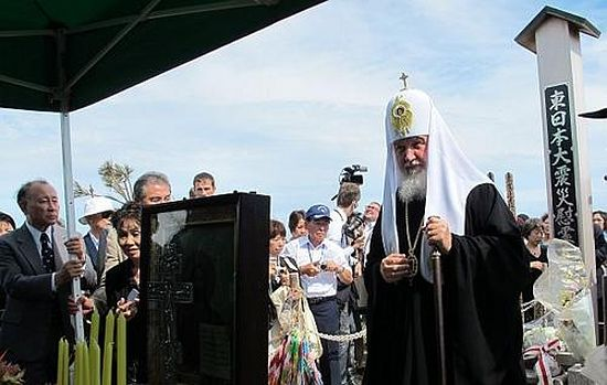 Патриарх у мемориала погибшим