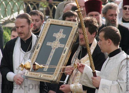 Крестный ход с воссозданным крестом прп. Евфросинии