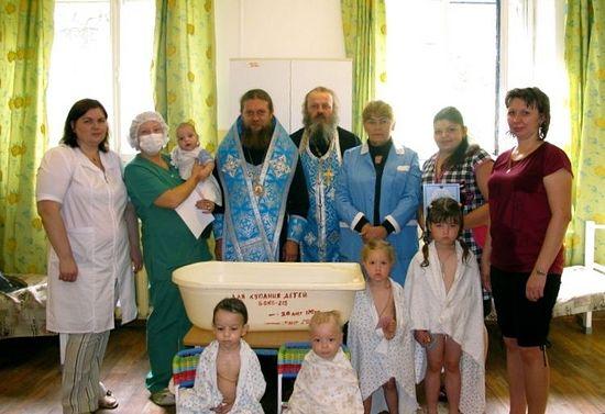 В закрытом детском туберкулезном санатории №2 после крещения, которое совершили Филипп вместе с иереем Сергием и иеромонахом Моисеем. 13 сентября 2012