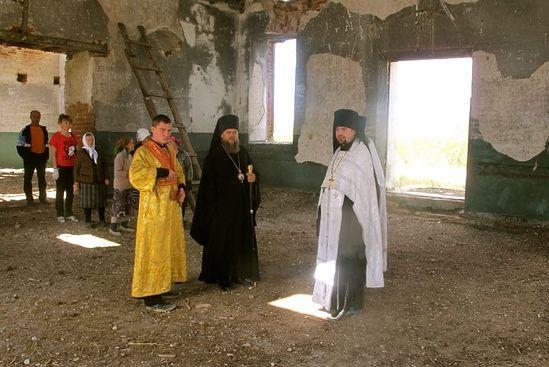 Поездка на субботник в заброшенном храме св. Троицы с. Юдино Чистоозёрного района, 17 августа 2012 года.