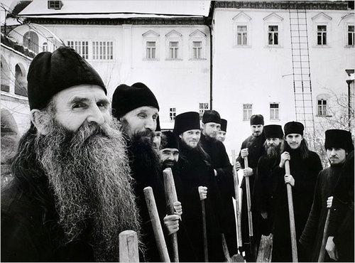 Православные монахи. Загорск, 1958 год. Фото: К.Капа
