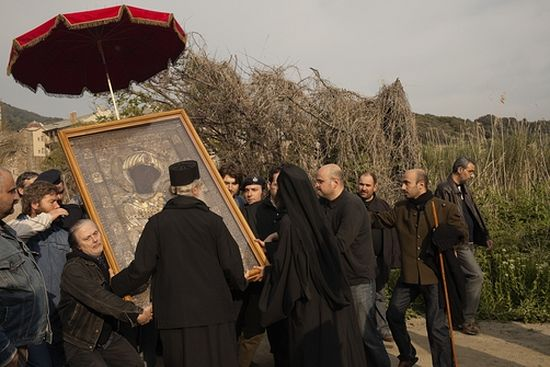 Крестный ход с Иверской иконой Божией Матери в Светлый Вторник, монастырь Ивирон. Фото National Geographic