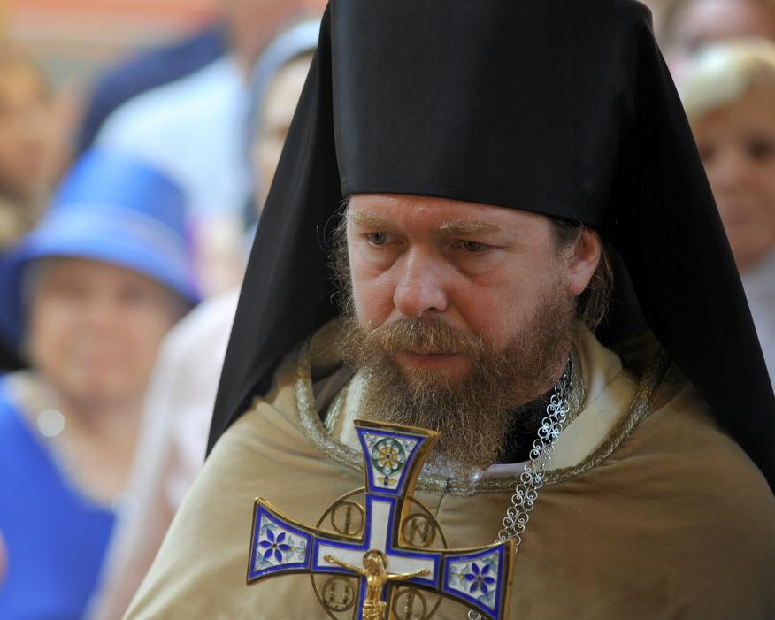 Архимандрит Тихон (Шевкунов) на литургии в Свято-Николаевском соборе (Православная церковь в Америке)