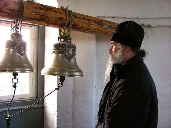 Владыка Иаков на колокольне храма-маяка Секирной горы. Соловки, август 2012 г.