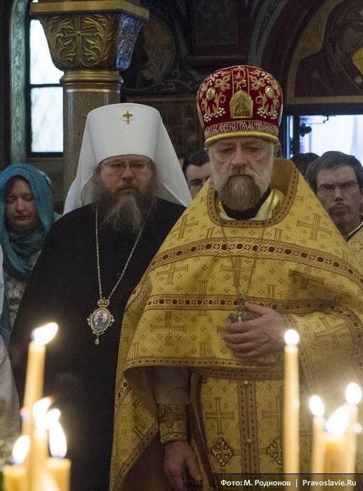 Митрополит Иона (Паффхаузен) и протоиерей Виктор Потапов. Фото: М. Родионов / Православие.Ru