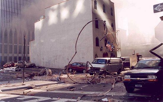 Самолеты уже врезались в башни ТВЦ. Еще минута, и храм святителя Николая рухнет. 9 сентября 2011 г.