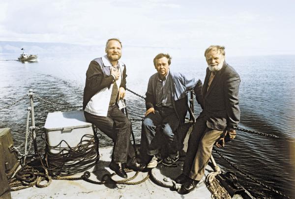Владимир Крупин, Валентин Распутин и Василий Белов на озере Байкал. 1989 год