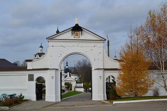 Никольский Черноостровский монастырь. Врата с отметинами от французской картечи