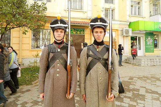 Участники реконструкции битвы под Малоярославцем. 21 октября 2012 года