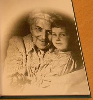 Юная Ксения с бабушкой