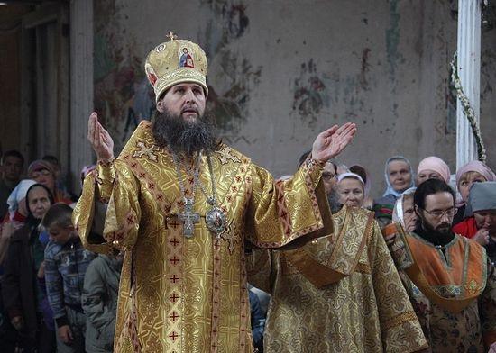 Владыка совершает богослужение в Свято-Никольском храме в селе Сура, на родине св.пр.Иоанна Кронштадтского. Июль, 2012