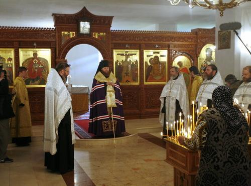 После молитвы епископ Савва обратился к молящимся с кратким словом, в котором призвал относиться друг ко другу с любовью, чтобы не допустить повторения Большого террора