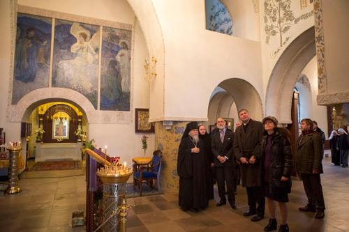Затем принц Майкл осмотрел Покровский храм и знаменитые росписи его интерьеров кисти Михаила Нестерова