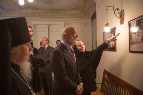 Экскурсию по музею провела начальница обители инокиня Екатерина