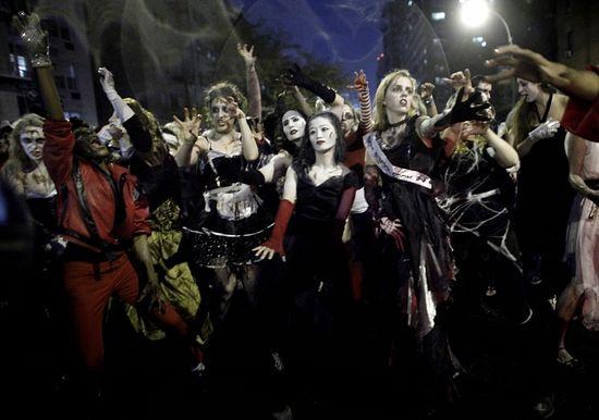 Хэллоуинский парад в Нью-Йорке