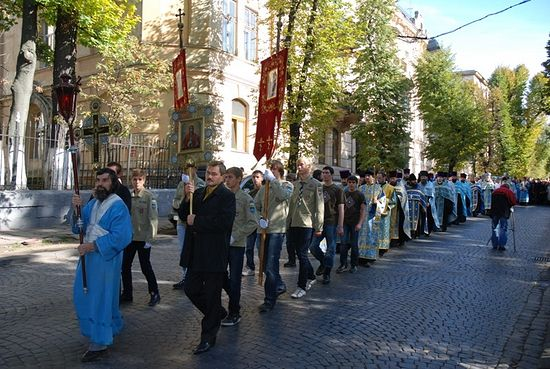 Крестный ход со святыней во Львове