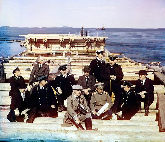 Группа участников ж.д. постройки. Фото С. М. Прокудина-Горского. 1915 г.