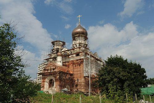 Сторящийся храм на пр. Шокальского