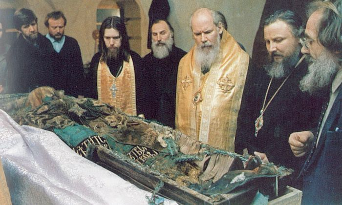 The uncovering of the relics of Patriarch Tikhon in Donskoy Monastery. Shown are Hieromonk, now Bishop Tikhon, Patriarch Alexiy II, and Bishop Arseny.