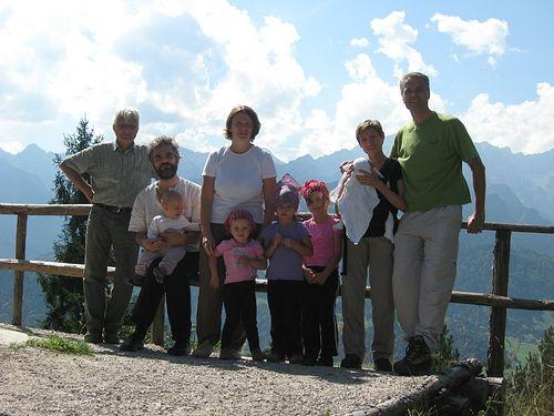 Отец Фома с матушкой, детьми и друзьями в Германии