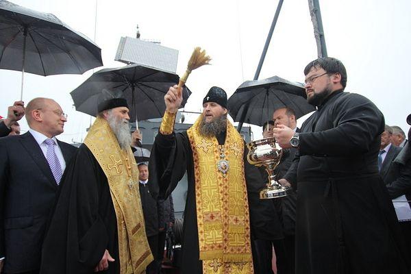 Освећење брода Нарјан-Мар; митрополит Данило и владика Јаков, јуни 2012.