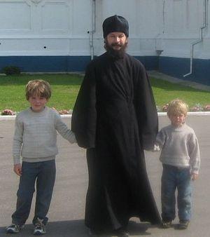 Отец Павел Гумеров с детьми
