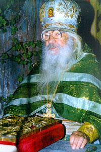 Архимандрит Павел (Груздев). У алтаря.