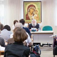 Надо ли преподавать основы духовно-нравственной культуры? - мнения священников