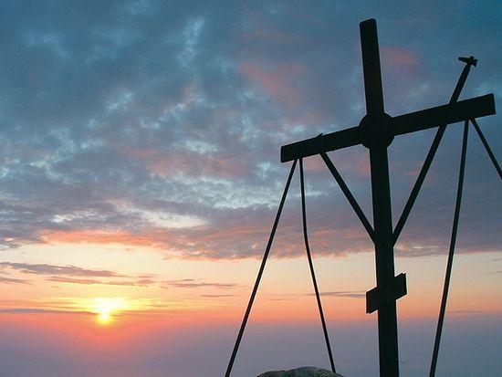 Крест на вершине Святой горы Афон