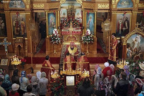 Богослужение в Никольском соборе