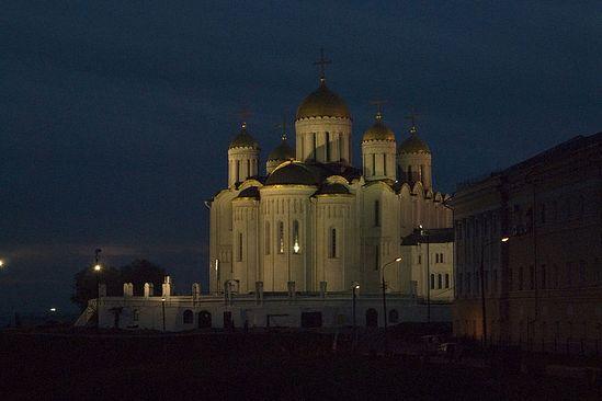 Успенский кафедральный собор Владимира ночью. Фото: Антон Поспелов /<a class=