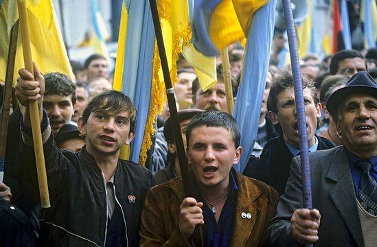 Участники митинга у здания Верховного Совета Украины против нового Союзного договора. Киев, 1 октября 1990 года. Фото Игоря Костина / <a class=