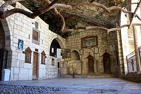 Пещера, в которой находятся мощи святой